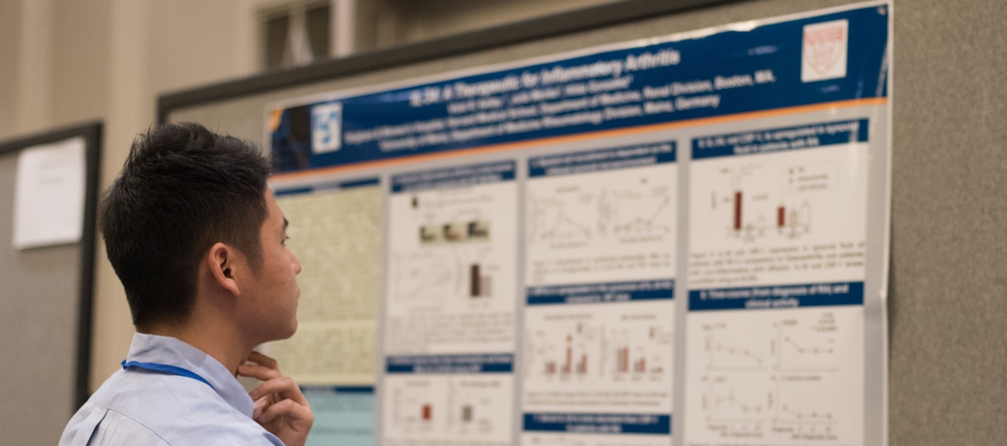 Researcher reviews results from Foundation-funded study at the 2016 Investigators' Meeting.
