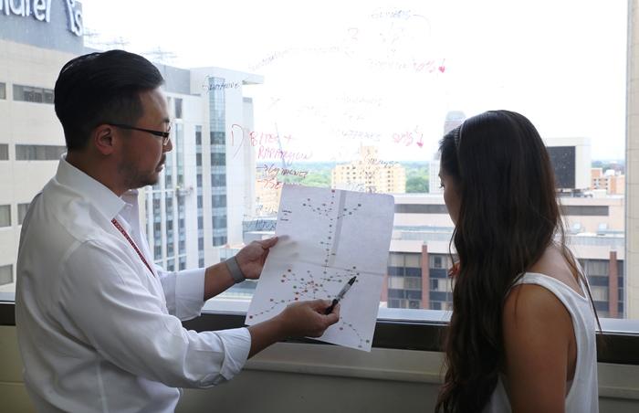 Dr. Al Kim teaches a student at Washington University.